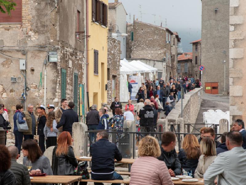 https://www.lacicala.org/immagini_news/02-06-2019/sagra-del-prosciutto-di-cori-cotto-al-vino-volano-di-promozione-delle-tipicita-del-territorio-600.png