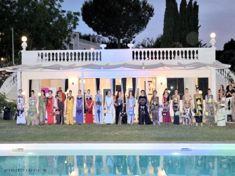 https://www.lacicala.org/immagini_news/02-07-2019/piu-di-duecento-ospiti-hanno-gremito-la-dimora-lamore-e-per-il-gran-gala-della-stilista-eleonora-altamore-600.png