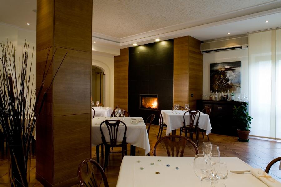 https://www.lacicala.org/immagini_news/04-06-2019/una-cena-particolare-al-ristorante-il-boschetto-ad-olevano-romano-600.jpg