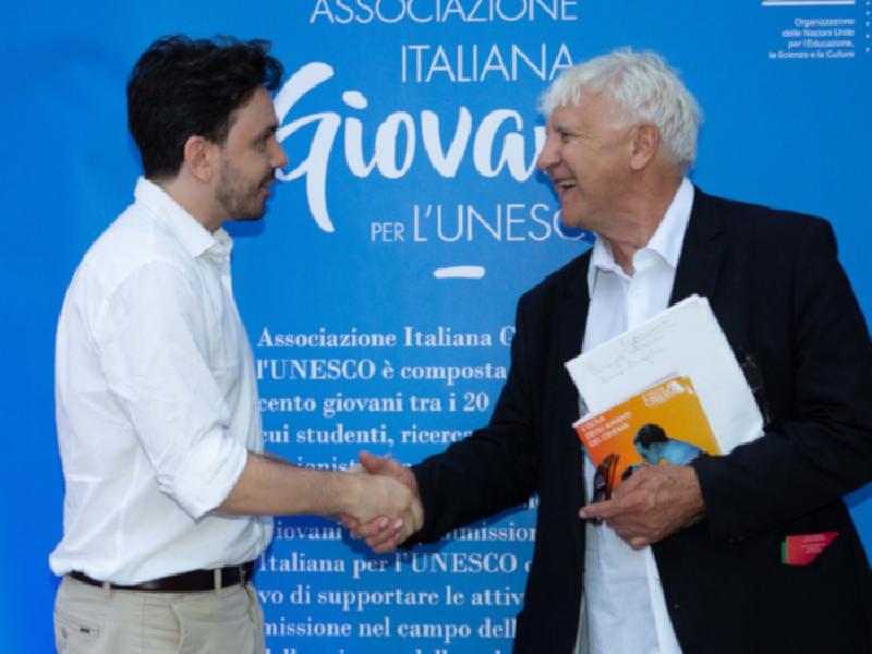 https://www.lacicala.org/immagini_news/06-08-2019/grande-successo-a-lisola-del-cinema-per-la-prima-tappa-del-plastic-free-tour-2020-600.png
