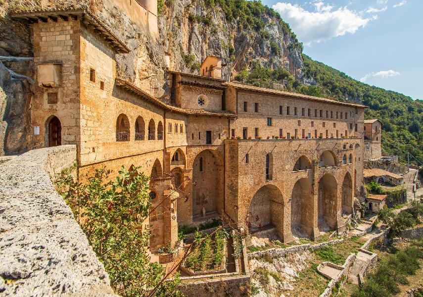 https://www.lacicala.org/immagini_news/08-10-2021/i-monasteri-benedettini-candidati-a-patrimonio-mondiale-dellumanita-600.jpg