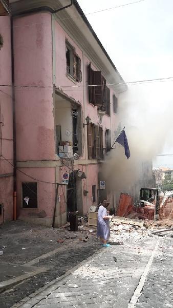 https://www.lacicala.org/immagini_news/12-06-2019/aggiornamento-1250--rocca-di-papa-si-teme-seconda-esplosione-600.jpg