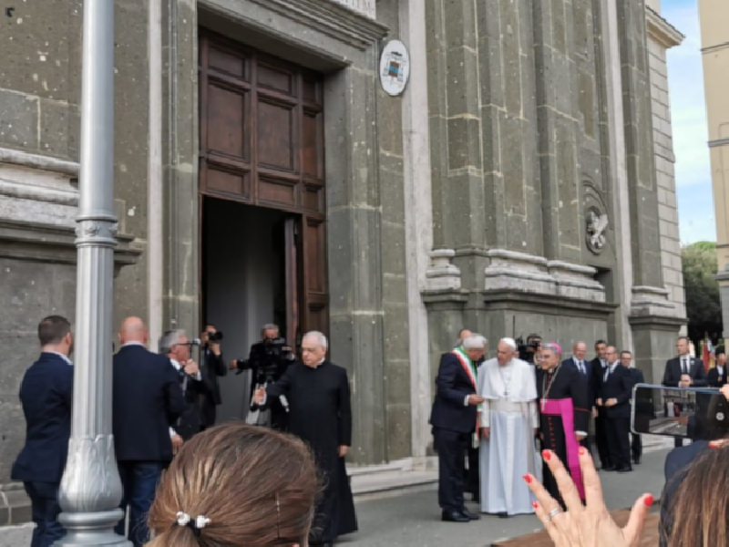 https://www.lacicala.org/immagini_news/15-06-2021/in-5mila-accolgono-papa-francesco-ad-albano-600.png