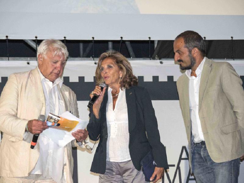 https://www.lacicala.org/immagini_news/15-09-2019/giro-di-boa-per-lisola-del-cinema-che-chiude-la-xxv-edizione-puntando-dritta-al-futuro-600.png