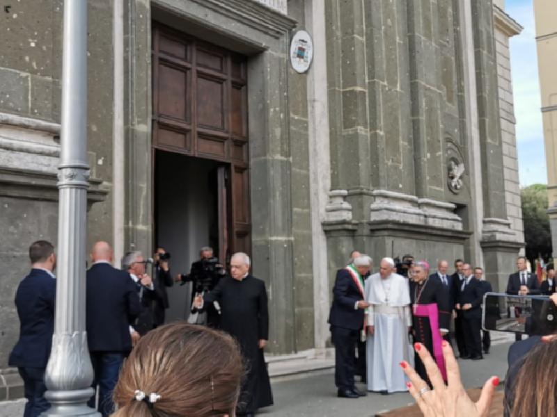 https://www.lacicala.org/immagini_news/15-12-2019/in-5mila-accolgono-papa-francesco-ad-albano-600.png