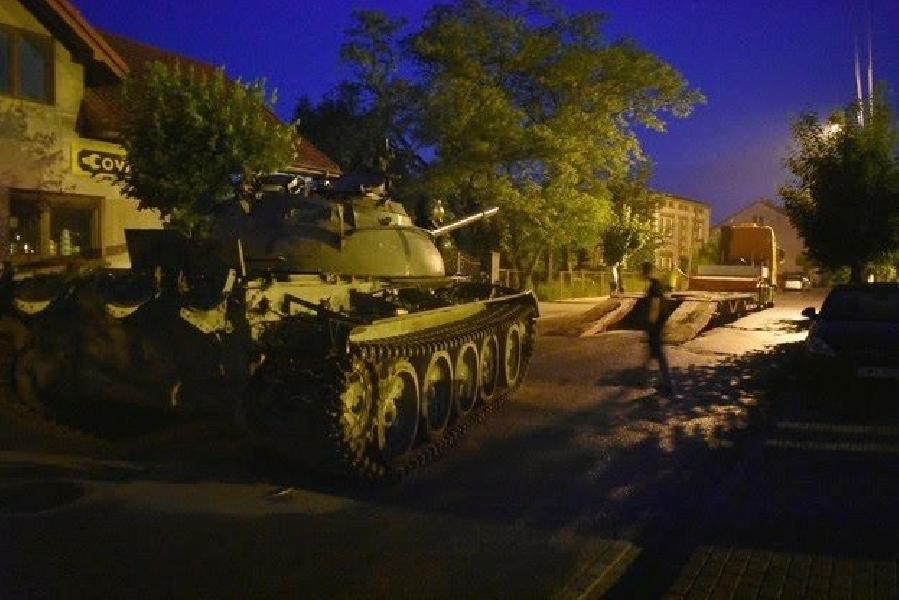 https://www.lacicala.org/immagini_news/17-06-2019/ubriaco-a-bordo-di-un-carrarmato-sovietico-terrorizza-cittadina-e-successo-in-polonia-600.jpg