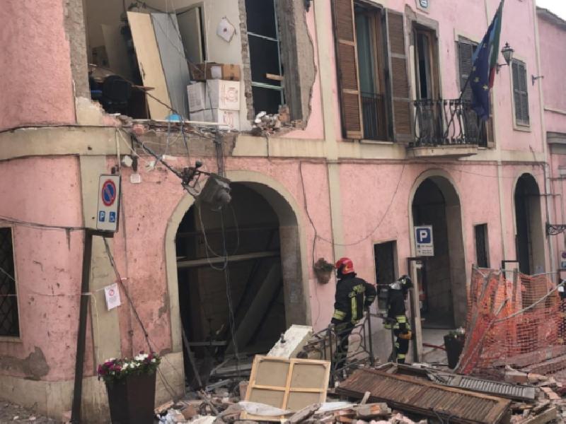 https://www.lacicala.org/immagini_news/18-06-2019/esplosione-a-rocca-di-papa-si-spegne-eleuteri-600.png