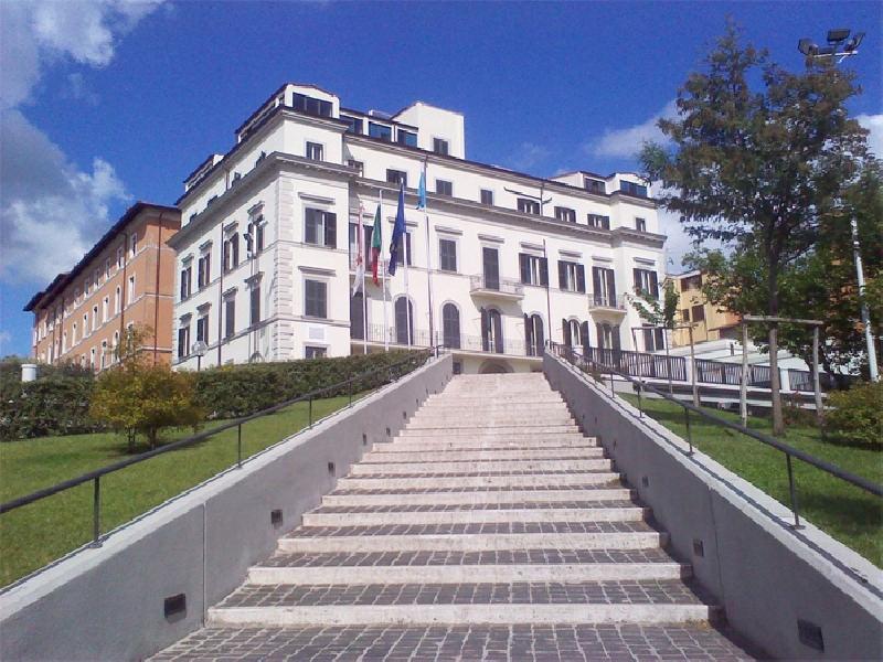 https://www.lacicala.org/immagini_news/18-06-2019/prima-grottaferrata-fornisce-al-sindaco-andreotti-una-rosa-di-nomi-pronti-per-lassessorato-600.jpg