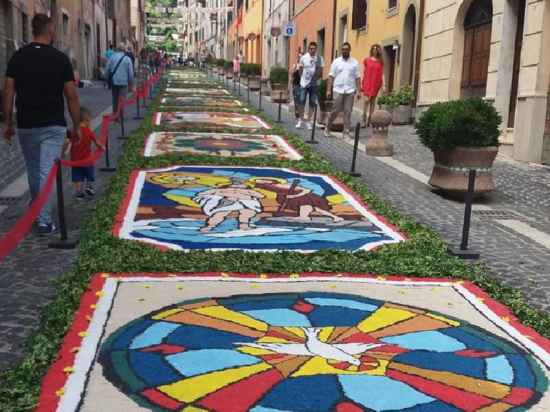 https://www.lacicala.org/immagini_news/18-06-2019/san-vito-celebrato-con-linfiorata-600.png
