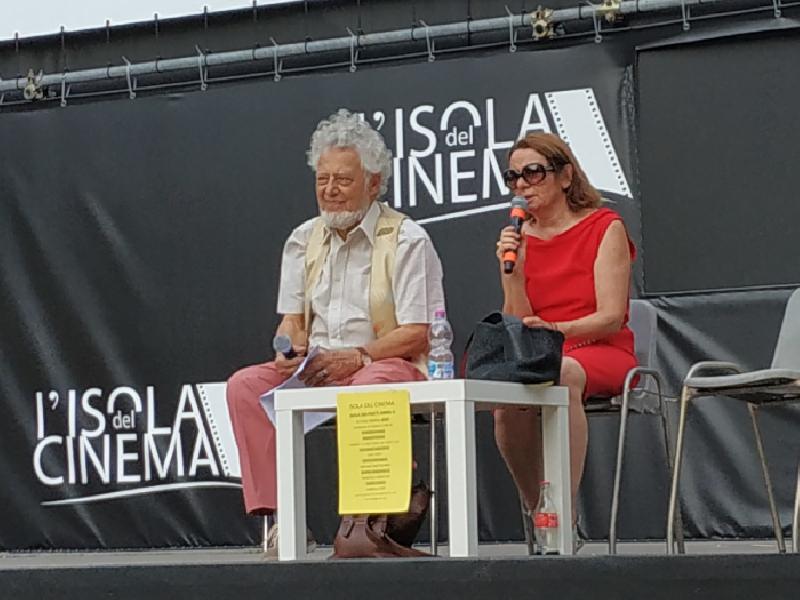 https://www.lacicala.org/immagini_news/19-07-2019/cinema-e-poesia-a-lisola-del-cinema-il-19-luglio--arena-groupama-ore-1900-600.png