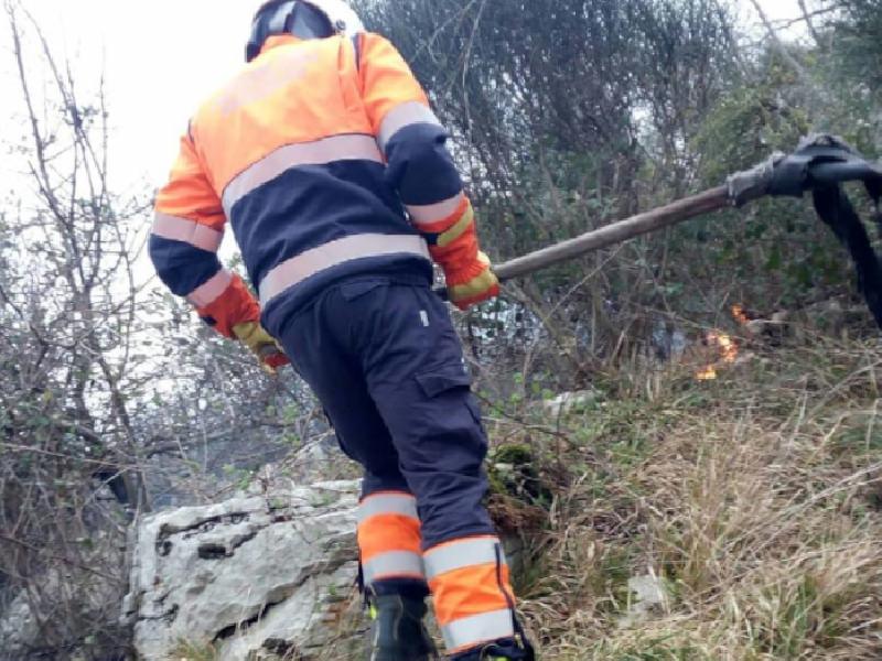 https://www.lacicala.org/immagini_news/21-05-2019/ancora-fiamme-devastano-capranica-autorita-caccia-piromani-attende-carcere-oltre-multa-600.png