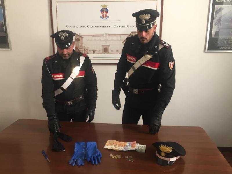 https://www.lacicala.org/immagini_news/21-05-2019/castel-gandolfo-rapina-supermercato-viene-prontamente-arrestato-carabinieri-600.png