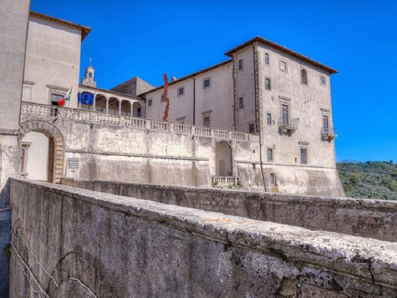 https://www.lacicala.org/immagini_news/21-05-2019/genazzano-castello-colonna-ospita-giovane-pittura-600.png
