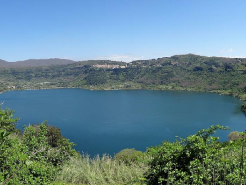 https://www.lacicala.org/immagini_news/21-05-2019/nemi-protagonista-borgo-divino-maggio-600.png