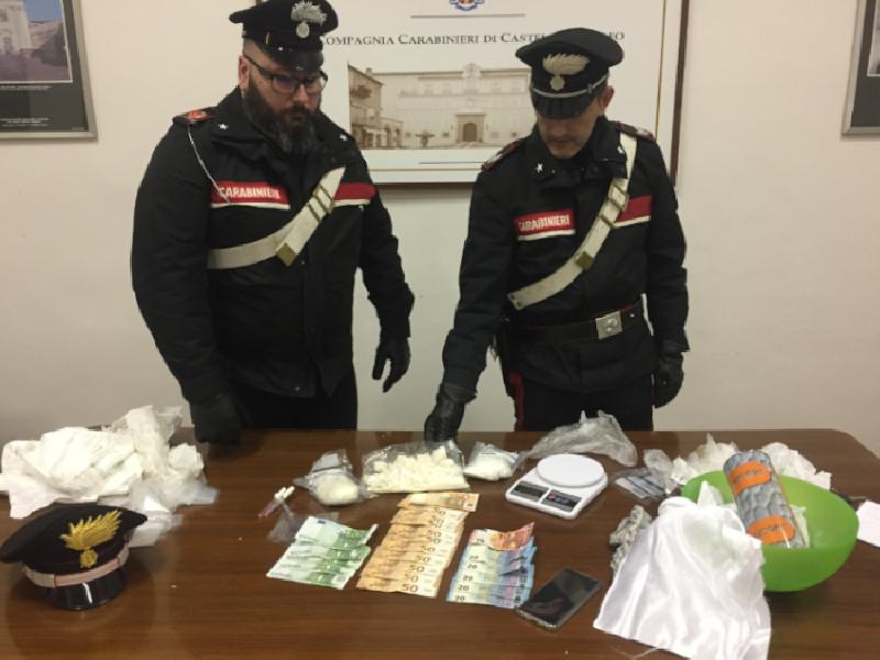https://www.lacicala.org/immagini_news/21-05-2019/roma-carabinieri-scoprono-laboratorio-droga-arrestano-cittadini-sudamericani-600.png