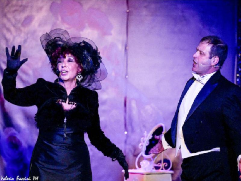 https://www.lacicala.org/immagini_news/21-05-2019/teatro-petrolini-roma-scena-sfavillante-varieta-femmes-600.png