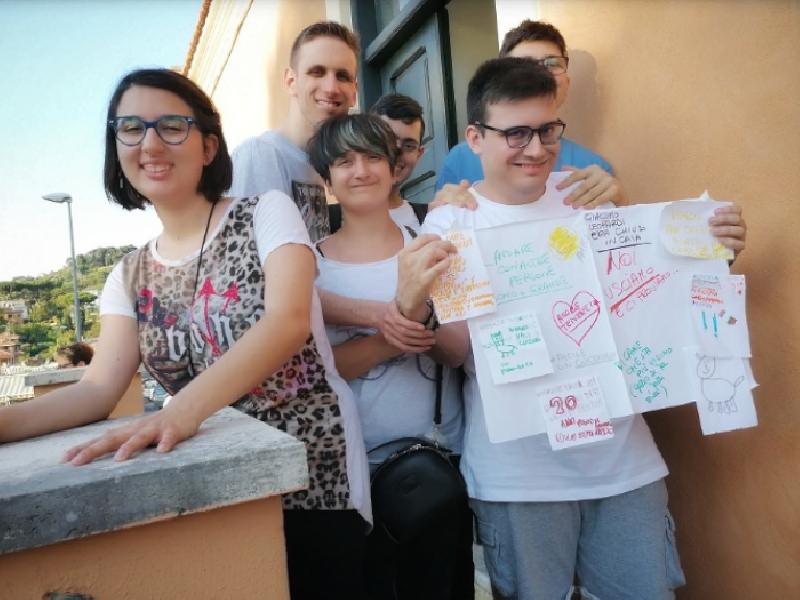 https://www.lacicala.org/immagini_news/21-07-2019/grottaferrata-disabilita-e-arte-al-via-la-mostra-intorno-al-mondo-dentro-me-600.png